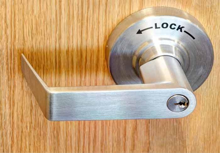 How do i Remove my Commercial Door Knob