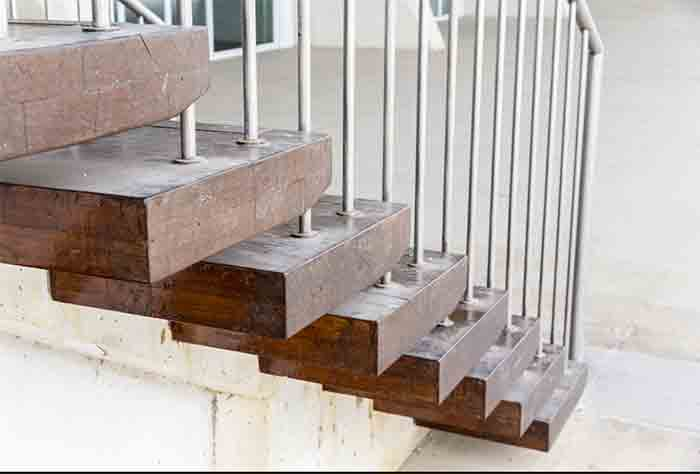 The-Steps-Involved-In-Removing-Stair-Treads